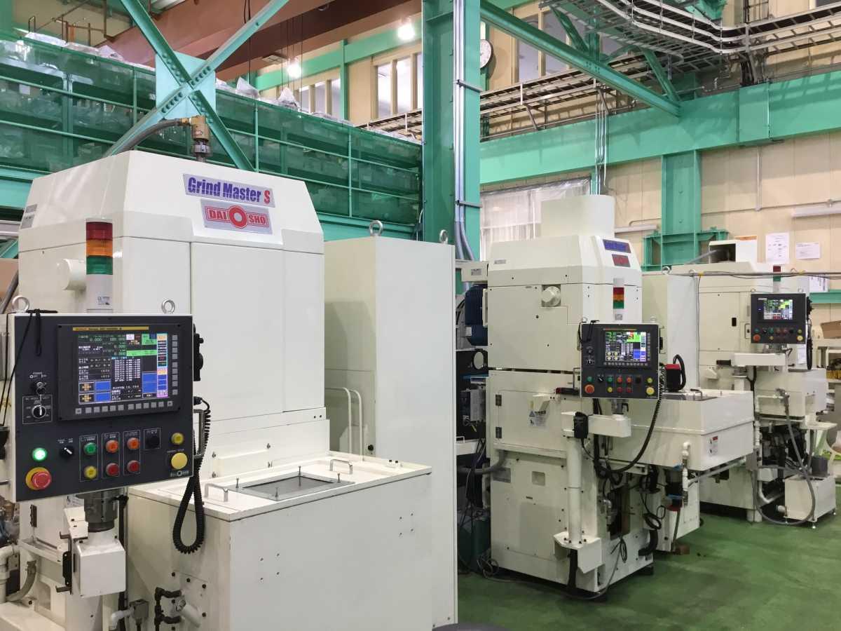 堅型両頭平面研削盤:(業種)金属工作機械製造業、金属工作・加工機械用部分品製造業