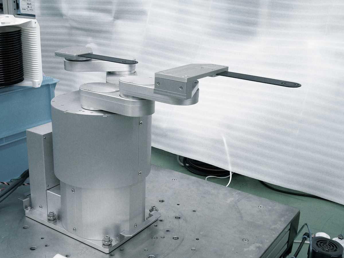 リンク式シングルアームクリーンロボット:(業種)半導体製造装置製造業、精密測定器製造業、発電事業